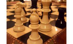 Schackspel tydliggör vikten av goda spelreler